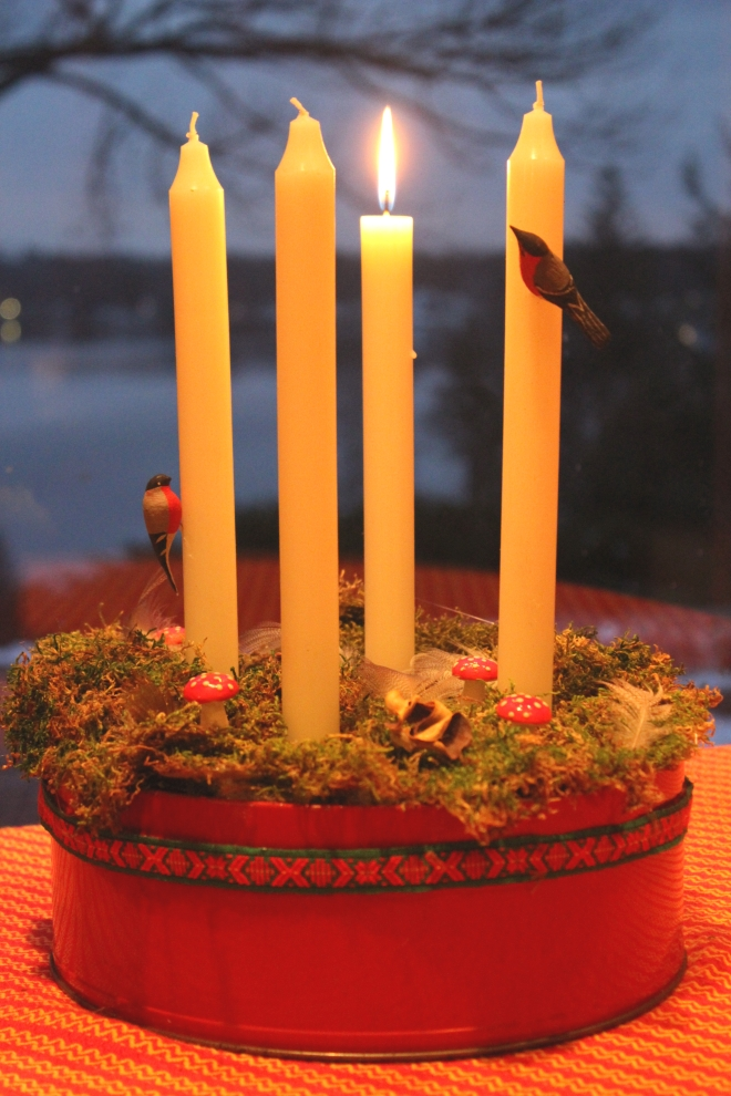 Advent wreath Swedish Style week one candle lit